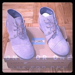 TOMS Desert Wedge Taupe Suede Shoe BN Youth 4